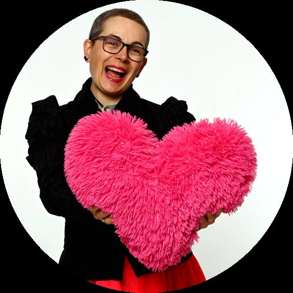 Sigrid mit pinkem Plüsch-Herz